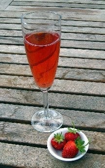 strawberrywineglass
